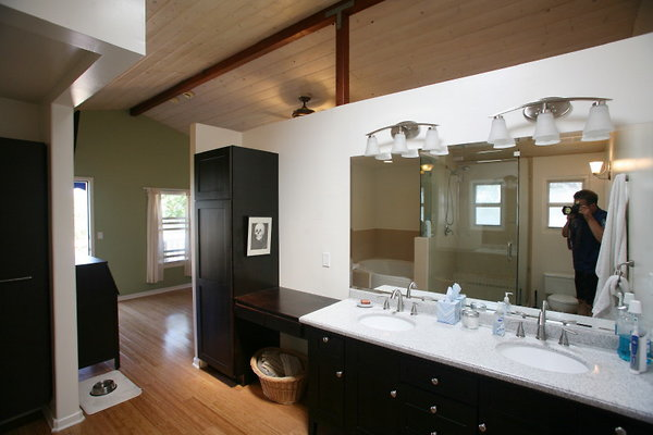 416A Master Bathroom 0173 1