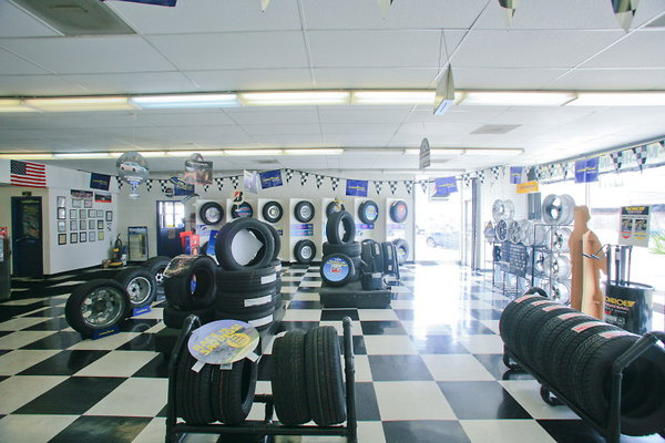 772 Auto Mechanic & Tire & Wheels Showroom